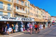 Καταστήματα στο λιμάνι Αγίου Tropez, Γαλλία Στοκ φωτογραφία με δικαίωμα ελεύθερης χρήσης