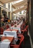 Καταστήματα, φραγμοί και εστιατόρια στην οδό της Σάντα Μαρία στην πόλη του Φουνκάλ στο νησί της Μαδέρας Στοκ φωτογραφία με δικαίωμα ελεύθερης χρήσης