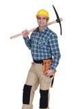 Καταστηματάρχης που κρατά ένα pickax στοκ εικόνες με δικαίωμα ελεύθερης χρήσης