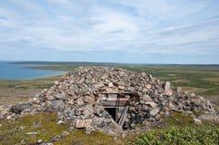 Καταστροφές μιας αποθήκης από το δεύτερο παγκόσμιο πόλεμο στην Αρκτική Στοκ Εικόνες