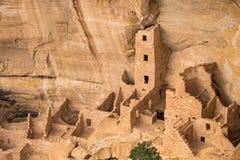 Καταστροφές μιας προγονικής κατοικίας απότομων βράχων Puebloan στο εθνικό πάρκο Mesa Verde στοκ φωτογραφία με δικαίωμα ελεύθερης χρήσης