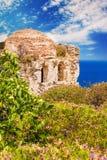 Καταστροφές σε Kastro, παλαιά μητρόπολη του νησιού Skiathos στοκ εικόνα