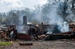 Καταστροφές σπιτιών μετά από την πυρκαγιά Στοκ εικόνα με δικαίωμα ελεύθερης χρήσης