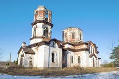 Καταστροφές της εκκλησίας του Nativity, ηλιόλουστη ημέρα Απριλίου Verkhruchey, Καρελία r στοκ εικόνες