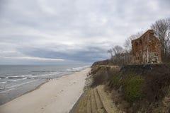 Καταστροφές της εκκλησίας σε Trzesacz με μια άποψη θάλασσας, βαλτική ακτή Στοκ εικόνες με δικαίωμα ελεύθερης χρήσης