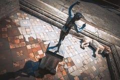 Καταστροφές της Πομπηίας, ύπνοι σκυλιών στο impluvium του σπιτιού του φαύνου Στοκ φωτογραφία με δικαίωμα ελεύθερης χρήσης