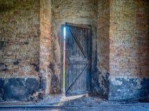 Καταστροφές του αρχαίου κτηρίου με τον παλαιό τουβλότοιχο Στοκ Εικόνες