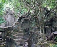 Καταστροφές του αρχαίου ναού Beng Mealea πέρα από τη ζούγκλα στην Καμπότζη Στοκ Φωτογραφία