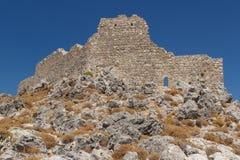 Καταστροφές του μεσαιωνικού κάστρου στο χωριό Archangelos Στοκ Φωτογραφίες