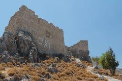 Καταστροφές του μεσαιωνικού κάστρου στο χωριό Archangelos Στοκ φωτογραφία με δικαίωμα ελεύθερης χρήσης