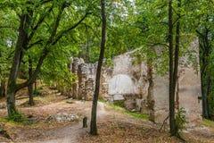Καταστροφές του μοναστηριού Katarinka επάνω από το χωριό Dechtice, Slov Στοκ εικόνες με δικαίωμα ελεύθερης χρήσης
