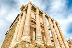 Καταστροφές του ναού Antoninus και Faustina στη Ρώμη, Ιταλία Στοκ φωτογραφία με δικαίωμα ελεύθερης χρήσης