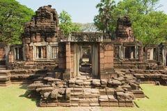 Καταστροφές του ναού Phimai στο ιστορικό πάρκο Phimai σε Nakhon Ratchasima, Ταϊλάνδη Στοκ Φωτογραφίες