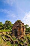 Καταστροφές του ναού Phnom Bakheng σε Angkor Wat σύνθετο Στοκ εικόνα με δικαίωμα ελεύθερης χρήσης