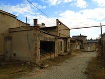 Καταστροφές του στρατιωτικού κτηρίου από το δεύτερο πόλεμο Κτήρια Armys στοκ εικόνα με δικαίωμα ελεύθερης χρήσης