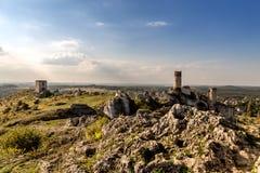 Καταστροφές του Castle σε Olsztyn με το μπλε ουρανό στοκ φωτογραφία με δικαίωμα ελεύθερης χρήσης