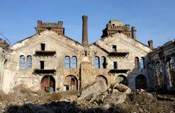 Καταστροφές των παλαιών εγκαταλειμμένων εγκαταστάσεων με την καπνοδόχο φούρνων αερίου, Οδησσός, Ουκρανία Στοκ Εικόνα