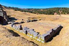 Καταστροφές Inca - Saqsaywaman, Περού, Νότια Αμερική. Αρχαιολογικός σύνθετος, Cuzco. Παράδειγμα της polygonal τεκτονικής Στοκ εικόνα με δικαίωμα ελεύθερης χρήσης