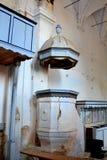 καταστροφές Pulpit το εσωτερικό ενίσχυσε τη μεσαιωνική σαξονική εβαγγελική εκκλησία στο χωριό Felmer, Felmern, Τρανσυλβανία, Ρουμ Στοκ φωτογραφία με δικαίωμα ελεύθερης χρήσης