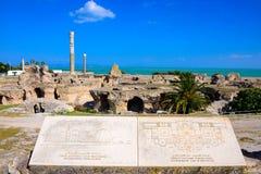 Καταστροφές Thermes Antoninus Pius στο τοπίο Καρθαγένη, τυνησιακά ορόσημα Στοκ Φωτογραφίες