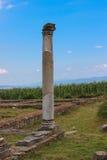 Καταστροφές Traiana Sarmizegetusa Ulpia - μόνιμη στήλη Στοκ εικόνα με δικαίωμα ελεύθερης χρήσης