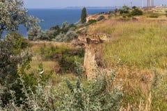 Καταστροφή καθιζήσεων εδάφους βουνών στη sesmically επικίνδυνη περιοχή Μεγάλες ρωγμές στη γη, κάθοδος των μεγάλων στρωμάτων του γ στοκ εικόνες