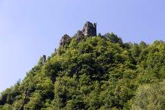 Καταστροφή του παλαιού Castle επάνω από τον ποταμό Vah κοντά στο Castle Strecno, Σλοβακία Στοκ Φωτογραφίες