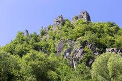 Καταστροφή του παλαιού Castle επάνω από τον ποταμό Vah κοντά στο Castle Strecno, Σλοβακία Στοκ Εικόνα