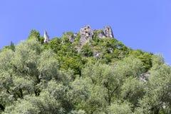 Καταστροφή του παλαιού Castle επάνω από τον ποταμό Vah κοντά στο Castle Strecno, Σλοβακία Στοκ Φωτογραφία