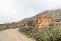 Καταστροφή του σπιτιού φόρου στο ιστορικό πέρασμα Swartberg στοκ φωτογραφία