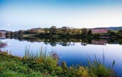 Καταστροφή Stuben μοναστηριών και το χωριό Bremm στους ποταμούς Μοζέλλα Στοκ Εικόνα