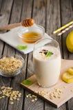 Καταφερτζής μπανανών με oatmeal Στοκ φωτογραφία με δικαίωμα ελεύθερης χρήσης