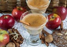 Καταφερτζής της Apple με την κανέλα Ποτό διατροφής υγιής διατροφή Στοκ φωτογραφία με δικαίωμα ελεύθερης χρήσης