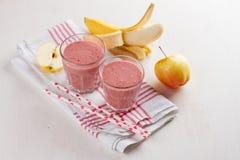 Καταφερτζής της Apple, μούρων και μπανανών (milkshake) Στοκ Φωτογραφία