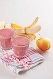 Καταφερτζής της Apple, μούρων και μπανανών (milkshake) Στοκ εικόνα με δικαίωμα ελεύθερης χρήσης