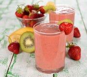 Καταφερτζής των φραουλών και του ακτινίδιου στοκ εικόνα με δικαίωμα ελεύθερης χρήσης
