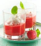 Καταφερτζής φραουλών με το παγωτό Στοκ φωτογραφία με δικαίωμα ελεύθερης χρήσης