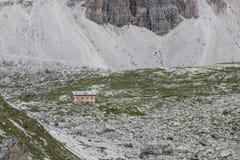 Καταφύγιο βουνών Tre CIME Di Lavaredo, Ιταλία στοκ εικόνες