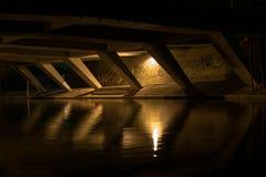 Καταφύγιο κάτω από τη γέφυρα τη νύχτα Στοκ φωτογραφίες με δικαίωμα ελεύθερης χρήσης
