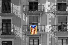 Καταλανική σημαία στην πρόσοψη του κτηρίου Στοκ φωτογραφίες με δικαίωμα ελεύθερης χρήσης