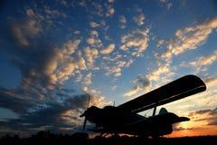 κατεβαίνοντας αεροπλάν&om Στοκ Εικόνες