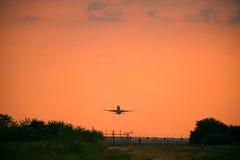 κατεβαίνοντας αεροπλάν&om Στοκ Φωτογραφίες