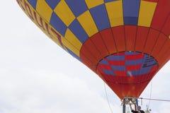Κατεβαίνοντας ελιγμός μπαλονιών ζεστού αέρα στοκ φωτογραφία με δικαίωμα ελεύθερης χρήσης