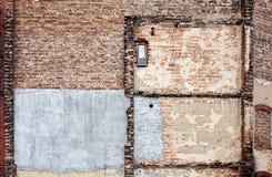 Κατεδαφισμένος παλαιός τοίχος οικοδόμησης τούβλου στοκ φωτογραφία