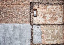 Κατεδαφισμένος παλαιός τοίχος οικοδόμησης τούβλου στοκ εικόνα