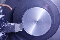 Κατεργασία των μερών σε έναν τόρνο στοκ φωτογραφίες με δικαίωμα ελεύθερης χρήσης