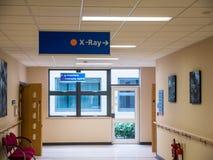Κατευθυντικό σημάδι ακτίνας X άποψης κινηματογραφήσεων σε πρώτο πλάνο στο βρετανικό νοσοκομείο στοκ φωτογραφίες με δικαίωμα ελεύθερης χρήσης