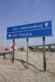 Κατευθύνσεις οδικών σημαδιών με το αυτοκίνητο από ή τον αερολιμένα Tambo στοκ φωτογραφίες με δικαίωμα ελεύθερης χρήσης