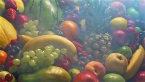 Κατεψυγμένη επίδειξη φρούτων στον κρύο ατμό απόθεμα βίντεο