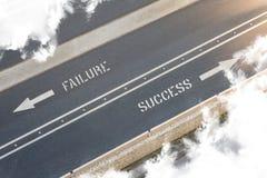 Κατεύθυνση οδών επιτυχίας αποτυχίας Στοκ φωτογραφία με δικαίωμα ελεύθερης χρήσης